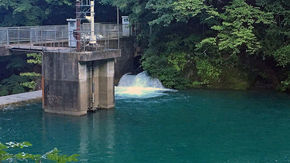 秘境の地にあるダム